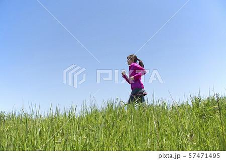 女性 ランニング 空抜け 57471495