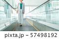 ビジネスウーマン オフィス オートスロープ ビジネスイメージ 57498192