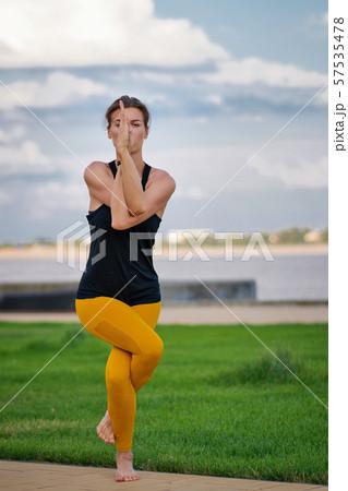 Yoga 57535478