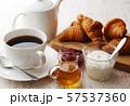 ブレックファースト(コーヒー・クロワッサン・ヨーグルト) 57537360