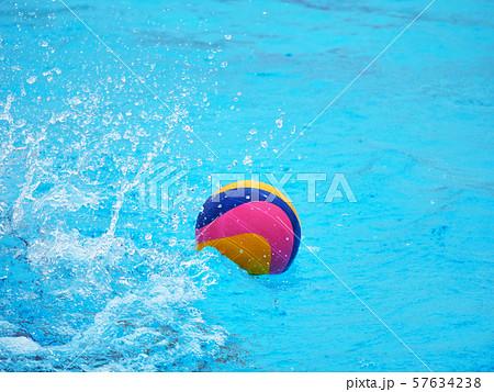 水球の競技 57634238