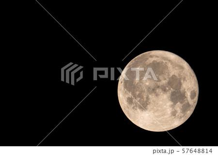 中秋の名月 高倍率(1800mm相当※クロップ) 高解像度(5168×3448)撮影 57648814