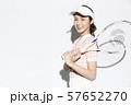 テニスウェアの女性 57652270