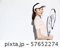 テニスウェアの女性 57652274