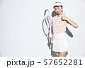 テニスウェアの女性 57652281