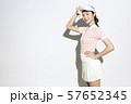 テニスウェアの女性 57652345