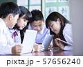 中学生 学校風景 パソコン グループ学習 57656240