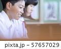 中学生 笑顔 授業風景 57657029