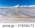ウユニ塩湖 昼間 57658173