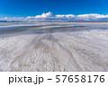 ウユニ塩湖 昼間 57658176