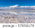 ウユニ塩湖 昼間 57658179