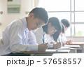 勉強 授業風景 中高生イメージ  57658557
