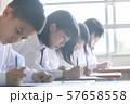 勉強 授業風景 中高生イメージ  57658558