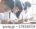 勉強 授業風景 中高生イメージ  57658559