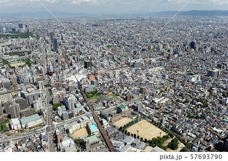 大阪市街を空撮 57693790