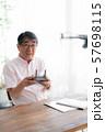 ドローン コントローラー 1人 趣味 仕事 在宅 ビジネス 老人 老後 インテリア デザイン 部屋  57698115