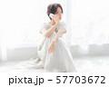 1人 ファッション スマホ 美容 ライフスタイル 女性 女 インテリア デザイン 部屋 白 自然光 57703672