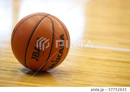 バスケットボール 57752635