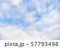 青空と雲の背景素材 暑中見舞い テンプレート 57793498