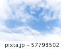青空と雲の背景素材 暑中見舞い テンプレート 57793502