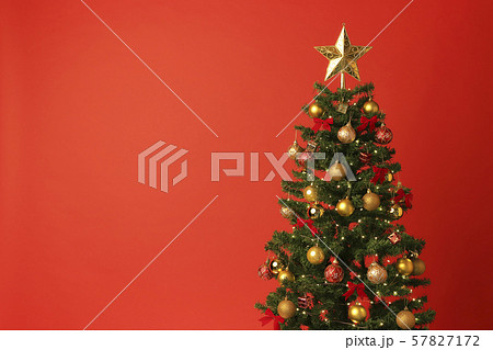 クリスマスツリー クリスマスカラー 赤 57827172