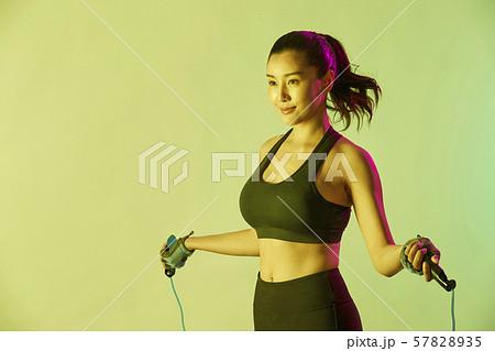 女性 スポーツ アスリート  57828935