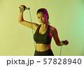 女性 スポーツ アスリート  57828940