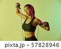 女性 スポーツ アスリート  57828946