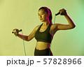 女性 スポーツ アスリート  57828966