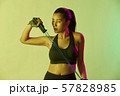 女性 スポーツ アスリート  57828985