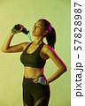 女性 スポーツ アスリート  57828987