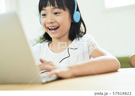 子供 女の子 勉強 57919822