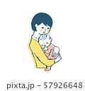赤ちゃんを抱っこするママ 57926648