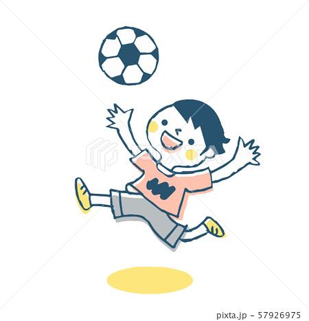 サッカーをする男の子 57926975