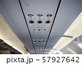 飛行機内の景色 57927642