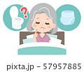 トイレとオムツで悩むシニア女性 57957885