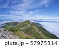 白馬大池から小蓮華山への登山道(白馬連峰、長野県北安曇) 57975314