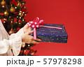 クリスマスプレゼント クリスマスツリー クリスマスカラー 57978298