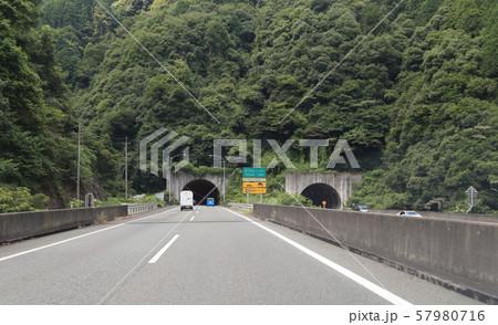 松山自動車道下り線、生子山トンネル(新居浜市) 57980716