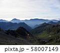槍ヶ岳山荘から望む槍沢と常念山脈 58007149