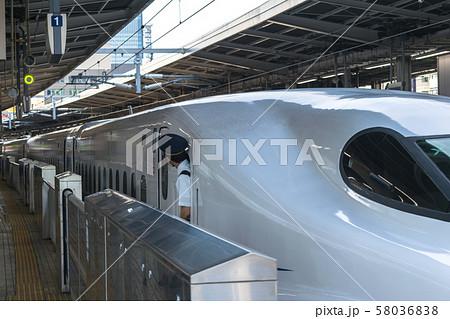 名古屋駅を出発するN700系のぞみ号 58036838
