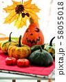 秋の実りの収穫祭 58055018