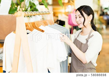 女性 店員 アルバイト 接客 アパレル かわいい カジュアル 58086698