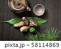 松茸と土瓶 58114869