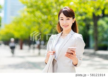 ビジネスウーマン(スマホ) 58121914