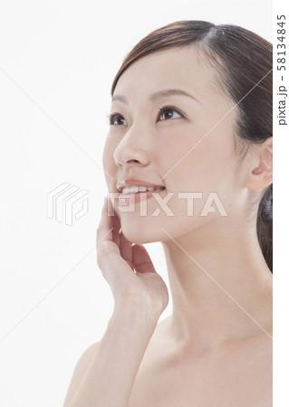 若い女性 ビューティー 58134845