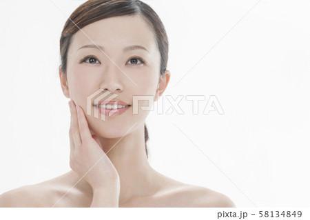若い女性 ビューティー 58134849