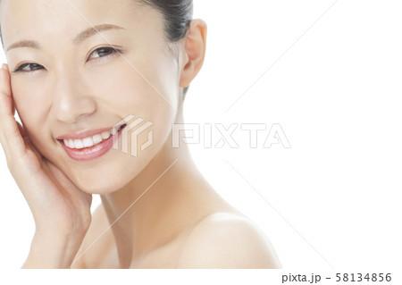 若い女性 ビューティー 58134856