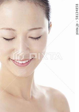 若い女性 ビューティー 58134858