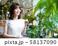 女性 ショッピング 買い物 かわいい ライフスタイル カジュアル 58137090
